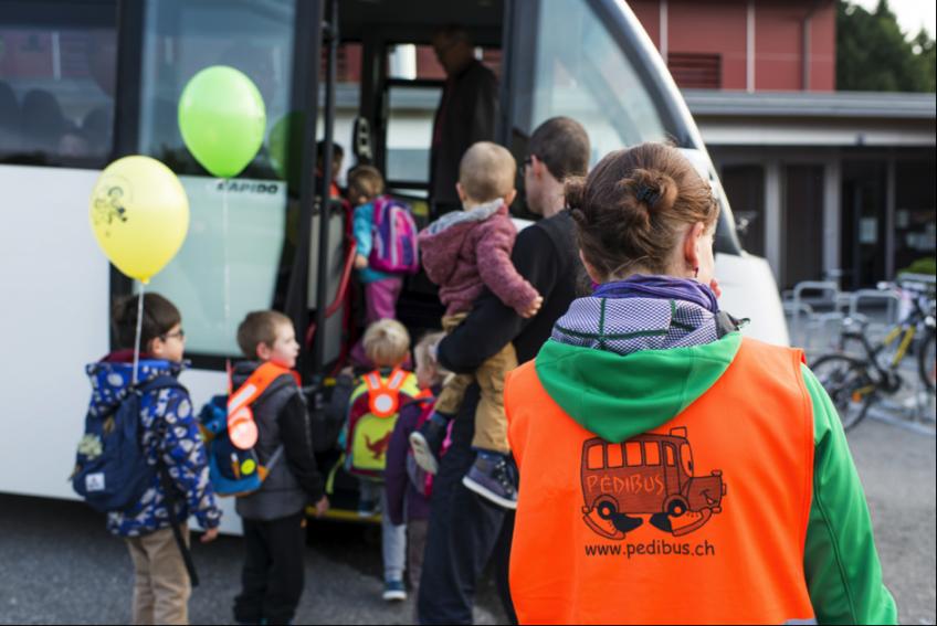 Le Pedibus prend le bus scolaire!
