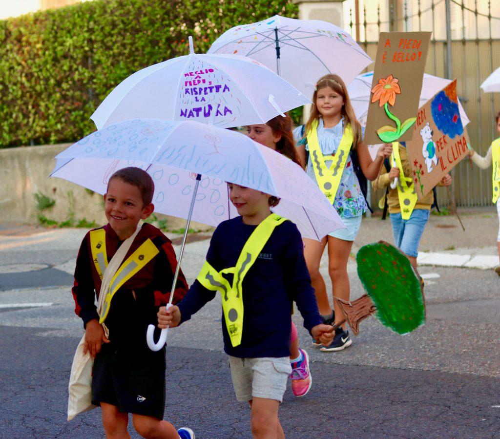Migliaia di bambini a scuola a piedi!